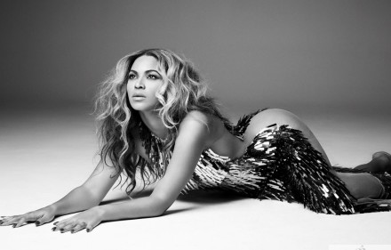Beyonce-Mrs-Carter-tourbook-beyonce-34487090-1440-900