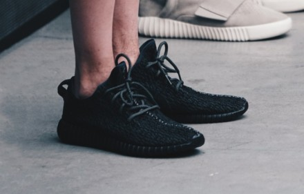adidas-yeezy-350-boost-black-fall-2105-681x454