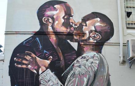 Kanye-Kiss